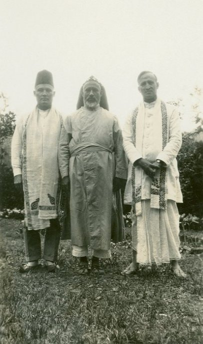 E. Stanley Jones (right) at the Maramon Convention with Bishop  Abraham Mar Thoma Metropolitan (middle) and an unidentified friend.